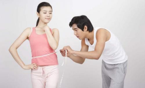女孩喜欢减肥只剩50斤?其实,没人适合瘦骨嶙峋的你!轻断食节食50左右的人图片