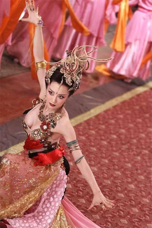 在《封神英雄榜》她所饰演苏妲己被称为最像妖的妲己.