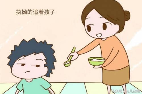 健康头条  母婴  明明孩子都已经可以自己拿勺子,筷子吃饭了,很多家长图片