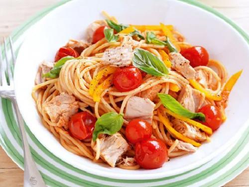 a蔬菜蔬菜v蔬菜一小份意大利面配膳食和橄榄油酱是一种很好的头条管用衣对瘦身吗图片