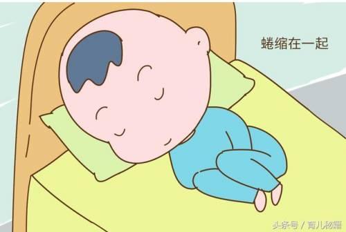 妈妈的肚子空间有限,比较狭小,宝宝的睡姿也就那么两种,要么投降式,要