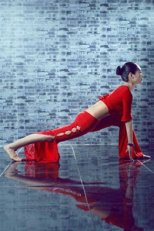 练习瑜伽拜日式,开始感恩的一天!图片