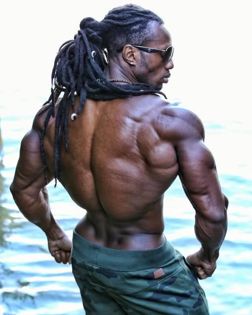 在接触健身以后,乌利塞斯的体能训练一发不可收拾,每天坚持高强度训练