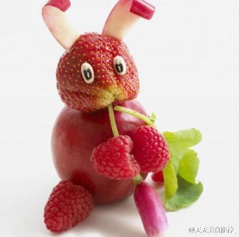 用一些蔬菜水果组成的一些小动物,看起来真的有点像,有点萌呢!