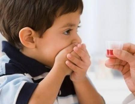 幼儿自己喝水图片