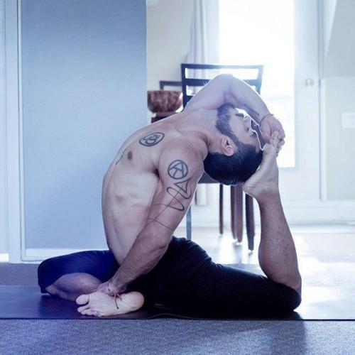 每天10分钟,1组瑜伽动作让你拥有完美马甲线,绽放女性气质魅力