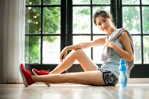 一组动作帮你改善粗腿的问题,得到4个好处,赶快行动起来吧