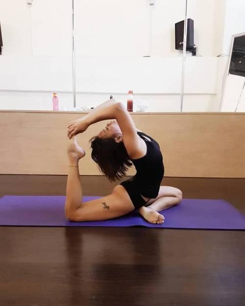 消除手臂赘肉,让你身材更有曲线的鸽子式,快来练习吧!