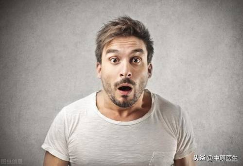 男子腹痛呕吐以为吃坏肚子,专家检查后让他坐轮椅去检查查出心梗