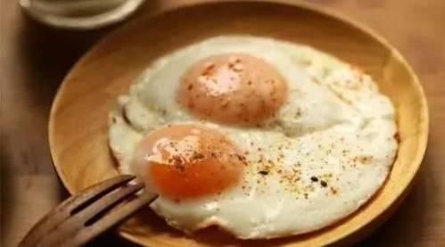 每天早上都吃1个鸡蛋,原来我一直都吃错了?1个大误区别照着做