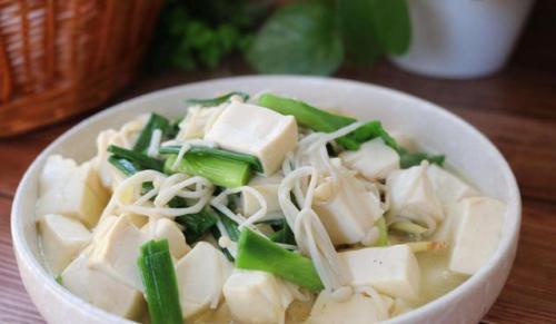 """这种白色的菜号称""""人体脑黄金"""",健脑、降血糖,适合老人经常吃"""
