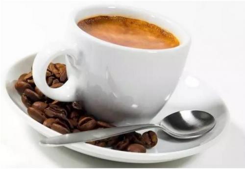 咖啡会导致骨质疏松症,选择放下还是继续喝?专家的选择值得考虑。