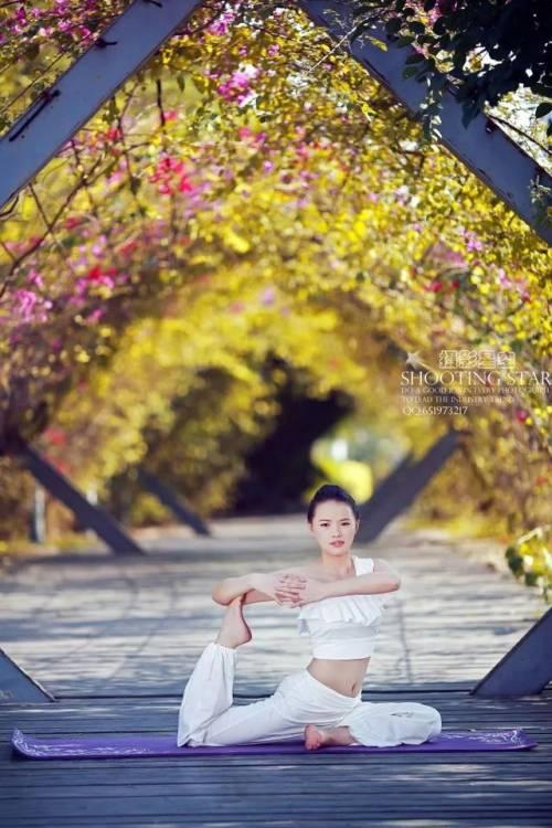 """正在被瑜伽悄悄""""伤害""""的中国女人"""
