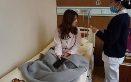 """19岁女孩腹痛半夜就医,只因男友太""""自私"""",不知舒服后是痛苦"""