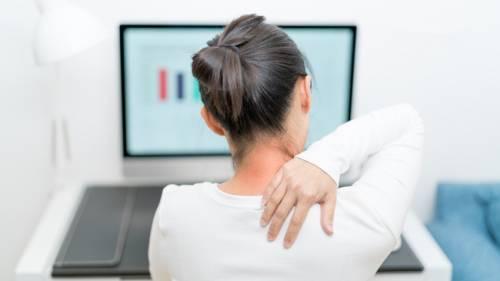 肩颈疼痛,手麻木,原来是颈椎间盘突出!6症状注意颈椎病