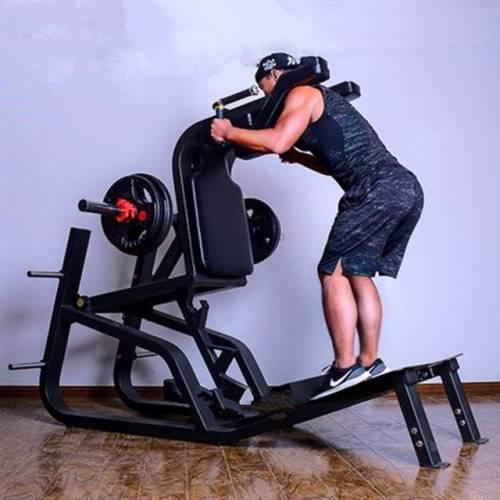 用哈克的健身器锻炼身体,达到2分,可以使股四头肌和臀