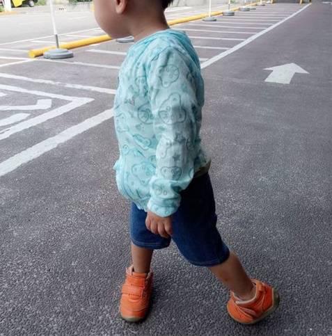 我的孩子经常踮着脚走路,他们的脚容易变形吗?