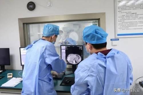 """腹痛查出肝癌晚期!十堰医生使出1.47毫米""""神针"""",奇迹发生了"""