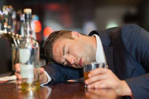 寿命短的男人,喝酒时会有四个信号,若你四个都有,提示该