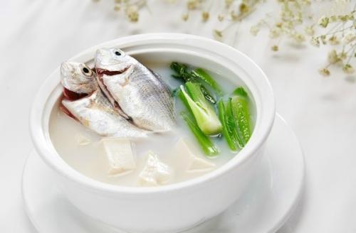 """一个40岁的男人,尿酸710,死于脑中风,他每天吃的最常见的一道菜是""""诅咒"""""""
