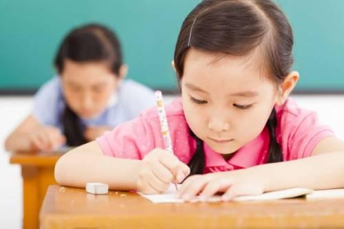 为了学好英语,你必须补课吗?事实上,孩子们喜欢英语更重要。
