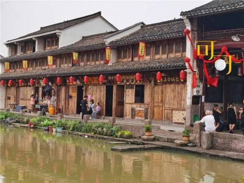 新昌这个古老的村庄只有一家餐馆。只有当地人能找到