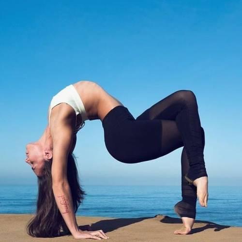坐骨神经痛令人困扰,7个动作帮你缓解症状,在家也能轻松完成