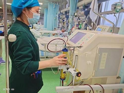 重度黄疸患者全身黄染 换血疗法成功救治