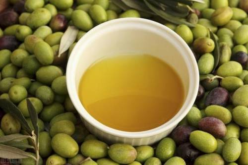 市中医靓汤秘方 | 慢性咽炎,橄榄+灵芝入汤,清咽除肺热